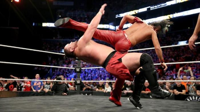 nakamura-hits-joe-with-the-running-knee-to-win-the-championsip