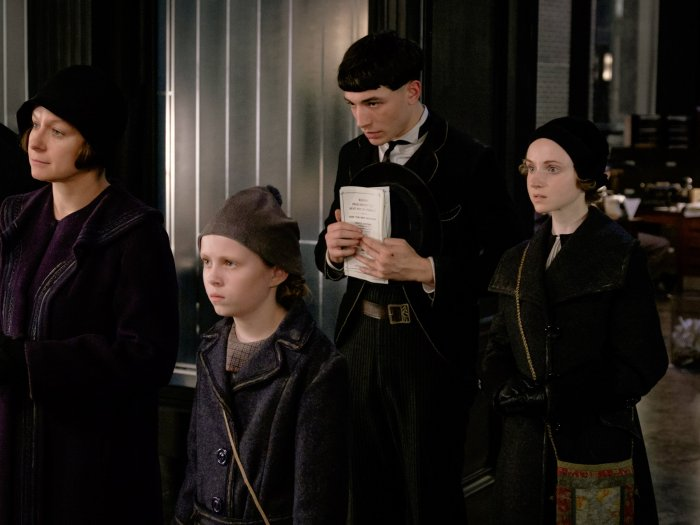 barebone-fantastic-beasts-chastity-modesty-credence-mary-lou